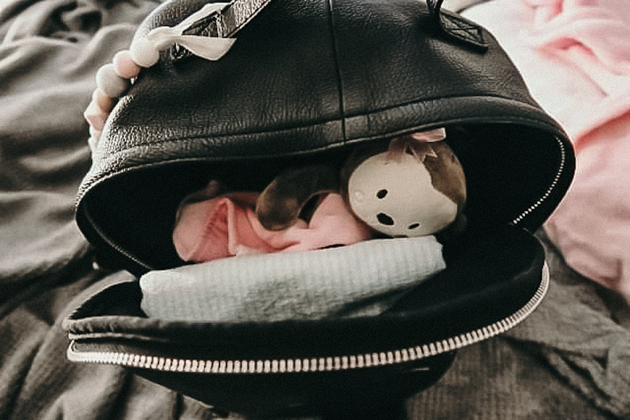 what to carry in your diaperbag newborn, kayleebilger.com, a mother by nature, breastfeeding, diaper bag checklist, what to pack in your diaper bag, newborn diaper bag essentials, must have diaper bag items, newborn diaper bag, what to pack in your labor bag